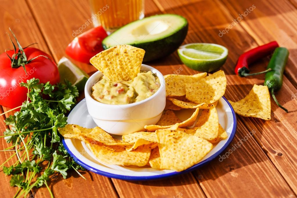 depositphotos_71892119-stock-photo-guacamole-with-avocado-and-lime
